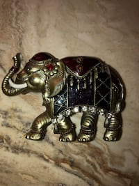"""Small Elephant decor- metal 3"""" long Price is firm Palmdale, 93552"""