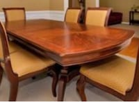 Grand dining room table and can adjust to bigger table!!! Centreville