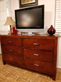 Nice dresser/TV stand in very good condition, all  Annandale, 22003