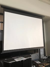 Projector screen (with remote) Montreal