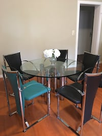 [Negotiable] Rolf Benz Glastisch und Stool/Table and chairs Stuttgart, 70180