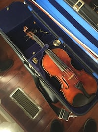 brown violin with bow and case Centreville, 20120