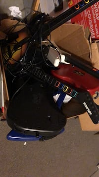 3 Wii and 4 PS2 guitar very good condition  Abbotsford, V3G 2E2