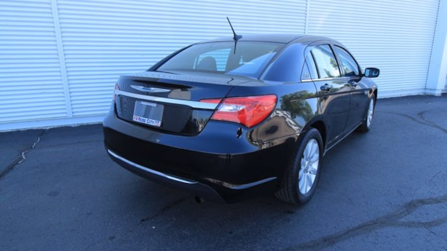 2014 Chrysler 200 Touring / ACCIDENT FREE / HEATED SEATS / REMOTE ST 6417c43e-f3c8-4138-bf0d-358b70a1955c