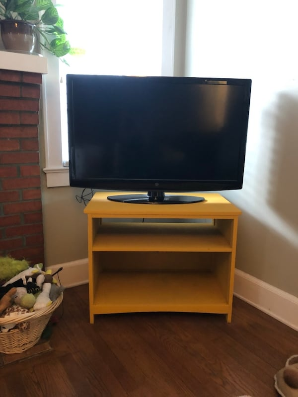 Yellow TV stand /small shelf 48227dc3-8b25-4b4f-8579-23abd74071f6
