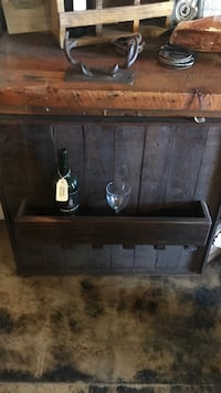 Pallet wall wine bottle and glass holde  Long Beach, 90807