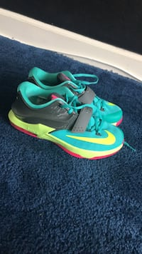 nike  shoes sixe 5 1/2