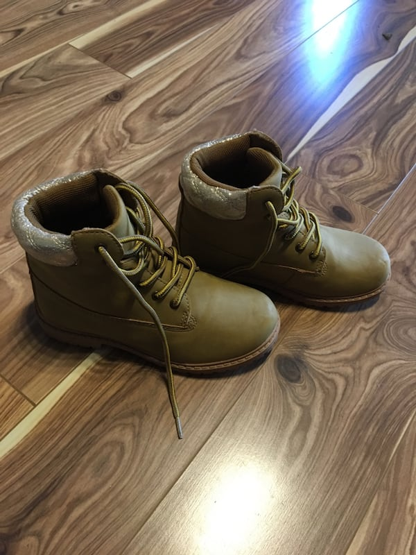Girls NEW boots - size EUR 30/ US 12 1