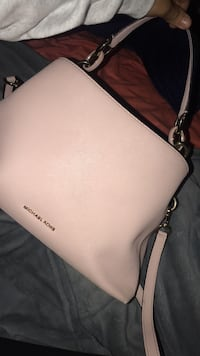 MK BABY PINK SATCHEL RARELY USED NEED GONE ASAP WITH MATCHING WALLET  294 mi