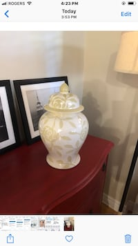 Stunning ginger jar. In white and beige Montréal, H8P 2S3