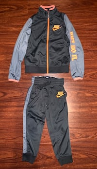Boys Nike sweat suit size 5t  Fresno, 93727