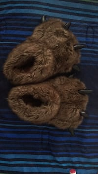 Kids size 4 Grizzly Bear House Slippers 551 mi