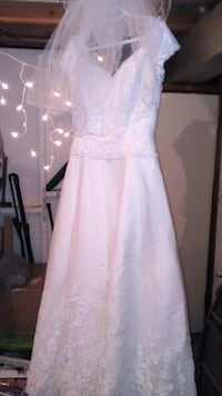 white cap-sleeved wedding dress Elmira, N3B 1X6