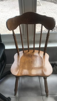 Wooden chair. Golden oak with decorative work on back. Nice shape Lakeland, 33810