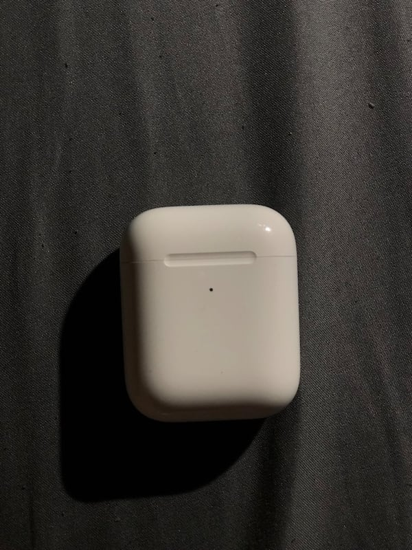 Apple Air Pods Second Gen. Wireless Charging Case bc625bcb-87cf-4036-8dd5-c2f65039e5d6