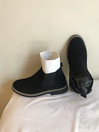 Item: Male Chelsea boots Color: black Material: suede leather  Size: 8 {I DO NOT NEGOTIATE} thanks :) Hyattsville, 20783