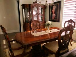 Dining Room set. Table, 6 chairs and hutch
