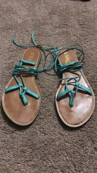 Pair of brown-and-green leather sandals 32 km