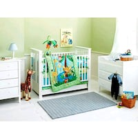 Fisher price jungle crib set with play mat and mob Toronto, M2K 2M3