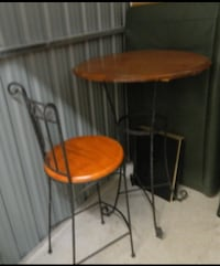 Table et 2 chaise de bar /  Bar table and stools Longueuil, J3Y 2Y9