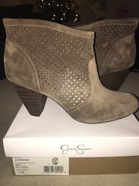 Pair of gray suede heeled booties with box Frederick, 21703