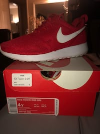 unpaired red Nike low-top sneaker with box Riverside, 92505