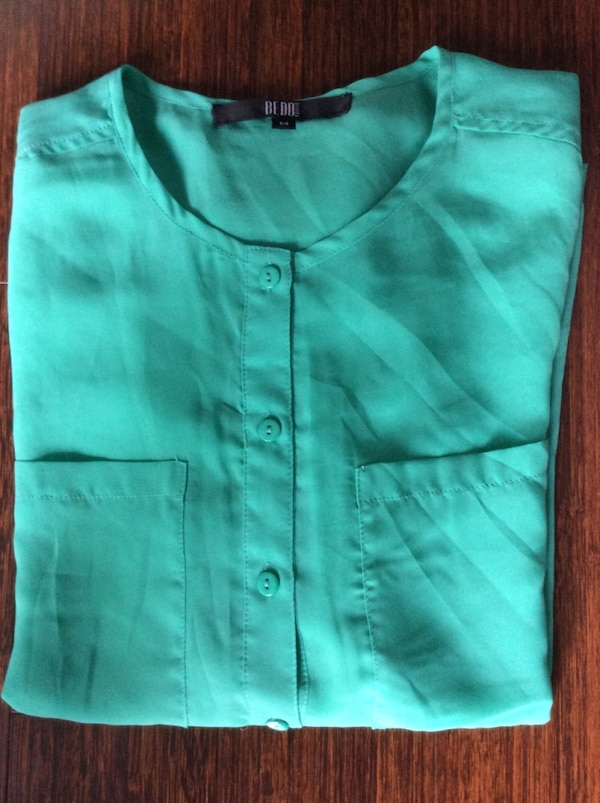 Women Top gently used. 2