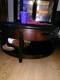 round brown wooden coffee table North Chicago, 60088