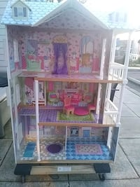 white and pink doll house Seattle, 98109