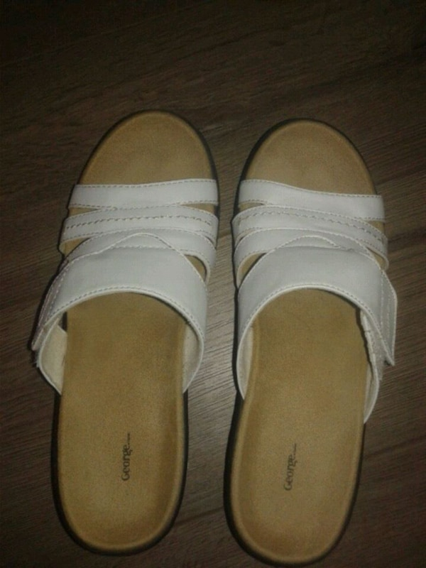 2 pairs Like New size 7 sandals