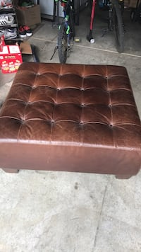 tufted square brown leather ottoman San Marcos, 92078