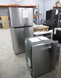 NEW 2018 NS-RTM21SS7 & NS-DWR2SS8 Insignia Refrigerator/Dishwasher Package St. Petersburg, 33713