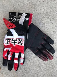 Fox Gloves.  BRAND NEW - Size Small/Med
