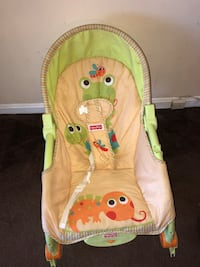 baby's green and white bouncer Clinton, 20735