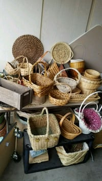 Wicker baskets & decorator items