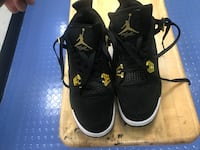 Pair of black air jordan Size 8 Washington, 20240