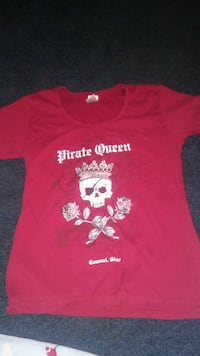 red Pirate Queen skull printed crew-neck t-shirt