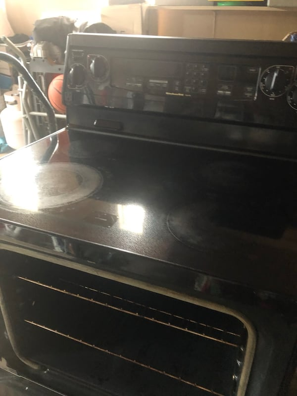 Kitchen aid stove for sale nothing wrong working in good condition.  3e6dbde3-0c7d-4c15-89e4-496fe281e489