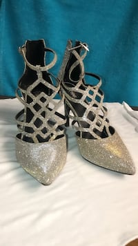 Gold tone shoes, size 6 1/2. Worn once Severn, 21144
