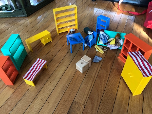 Doll house furniture and dolls