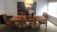 Solid oak table and chairs  Kelowna, V1Y 6T4