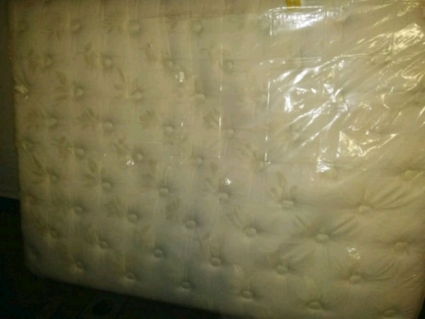 FREE DELIVERY: Queen Simmons Beautyrest Pillowtop