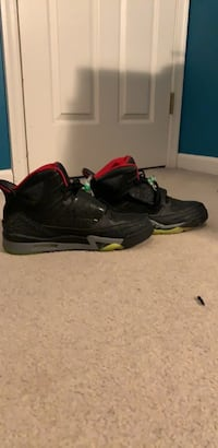 Pair of black air jordan basketball shoes Bristow, 20136