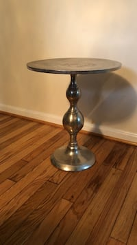 Silver Metal side table made in India. Gorgeous! Price negotiable Laurel, 20707