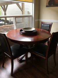 Round Table & 4 Chairs Langley, V1M 3Z5