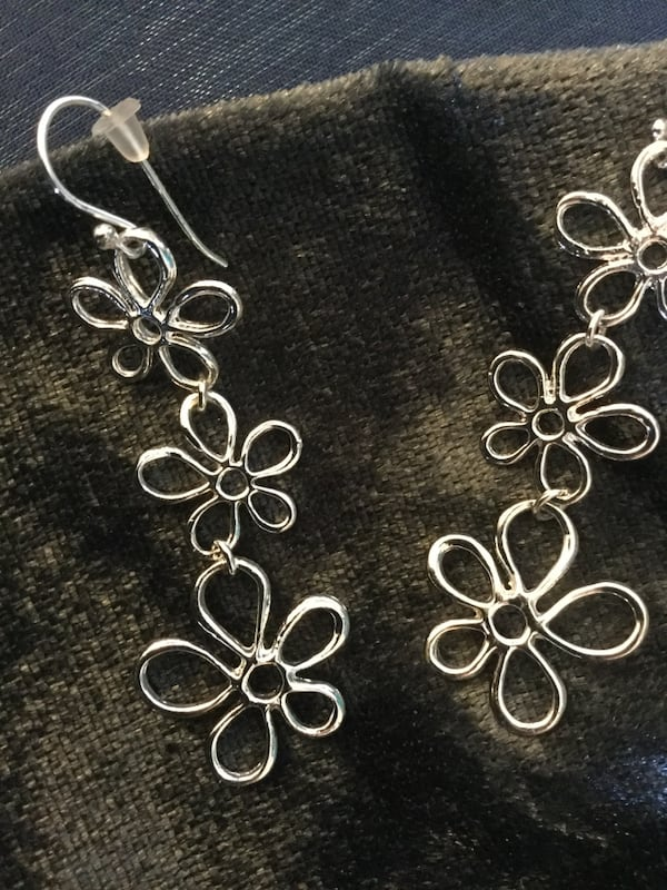 Sterling Silver sassy long floral earrings / Beautiful shine 3 flowers connect  93fd8b2a-3c52-470d-95e6-7ec17375ffe8