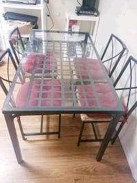 Shoot me an offer! Need gone! Dining room table with chairs Sebring, 33870