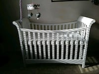 White crib wirh mattress