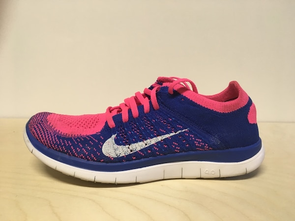 NIKE WOMENS SIZE 8 RUNNING SHOES