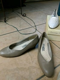 pair of gray leather heeled shoes 2334 mi